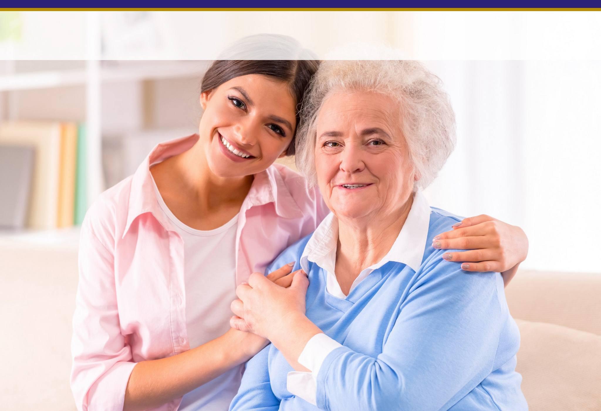 pflegekraft und seniorin